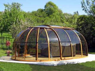 Copertura SunHouse in colore legno e pannelli trasparenti di policarbonato