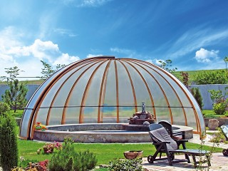 Completamente aperta copertura per piscine di forma circolare - la semi cupola per piscine Orient in struttura legno