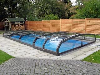 Copertura per piscina Riviera in colore telaio antracite