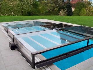 Copertura per piscine Terra con la motorizzazione alimentata con pannelli solari