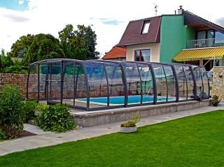 Copertura rettratile per piscine Omega in colore antracite