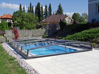 copertura scorevole per piscina in colore argento