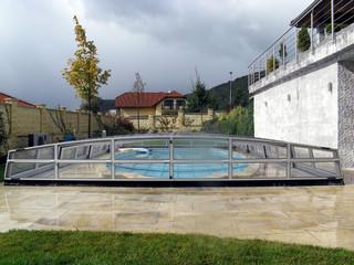 copertura per piscina senza alcun impato visivo