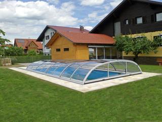 Copertura piscina bassa per piscina con ribaltina sul settore più alto
