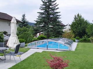 Copertura piscina piscina trasparente con telaio color scuro