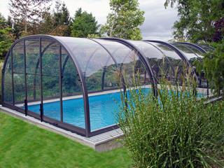 Giardino con Copertura piscina telescopica apribile
