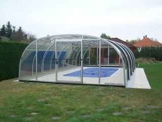 Copertura piscina scorrevole per piscine con profili color argento