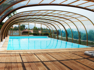 Copertura piscina telescopica per la piscina alta con profili in alluminio e policarbonato modello Laguna