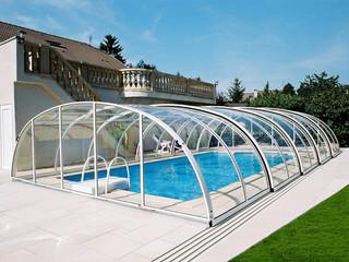 coperture telescopiche per piscine in colore bianco