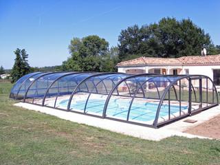 copertura mobile per la piscina impacchettata in fondo della piscina