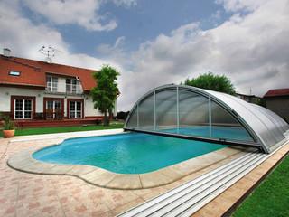 copertura mobile per la piscina in colore bianco