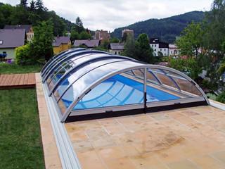 coperture telescopiche per piscine in colore crema