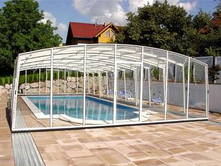 copertura telescopica per piscina impachettata in fondo della piscina