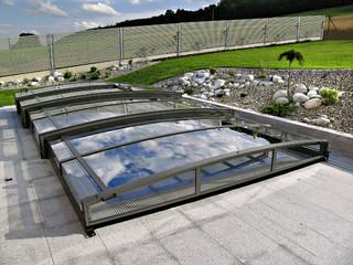 copertura telescopica per piscina in colore bianco