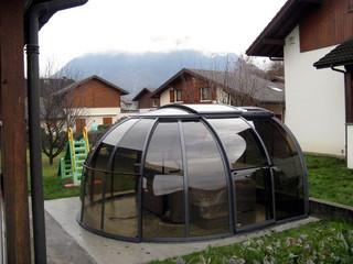 copertura per la vasca idro addossata al muro della casa