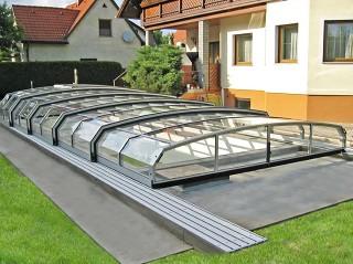 Piscina interrata coperta con copertura per piscina apribile Oceanic low in colore argento