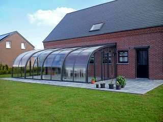 Improve your garden with retractable Patio Enclosure CORSO Entry