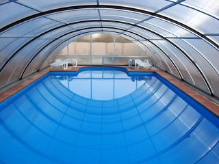 Look into pool enclosure Universe
