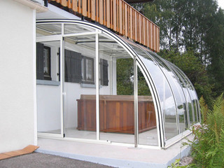 Patio enclosure CORSO Entry fits great to your garden