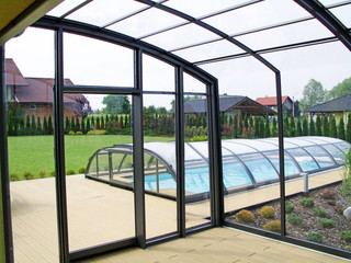 Look inside patio enclosure CORSO by Alukov - anthracite