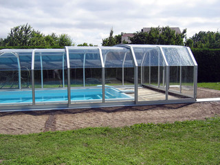 Spacious pool enclosure OCEANIC