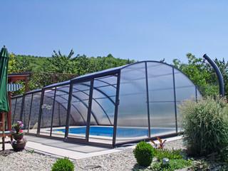 Baseino uždanga RAVENA - elegantiškas pasirinkimas Jūsų baseinui