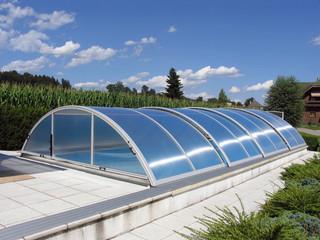 Baseino uždanga UNIVERSE - elegantiški aliuminio rėmai