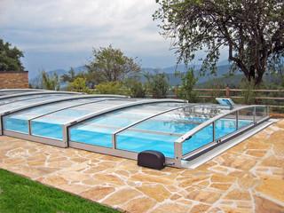 Sidabro spalvos rėmai baseino uždangoje VIVA