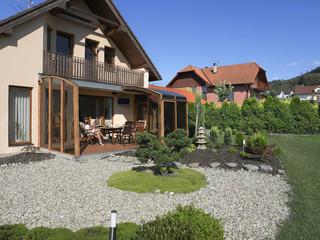 Inovatyvi veranda  -slenkamas dangalas CORSO iš Alukov lengvai varstomas