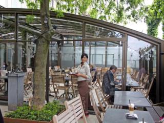 Stumdama terasos uždanga CORSO Horeca - pietauti gryname ore