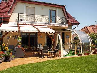 Telescopische zwembad en terras overkapping CORSO Entry is een innovatieve huis uitbreiding