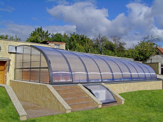 Telescopische zwembad en terras overkapping CORSO Entry