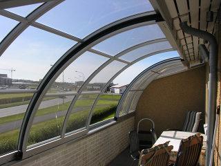 zicht op de terras overkapping CORSO Entry -geniet van uw terras het hele jaar door
