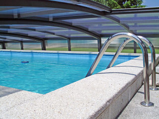 Lage Zwembad overkapping CORONA - zicht van binnenuit