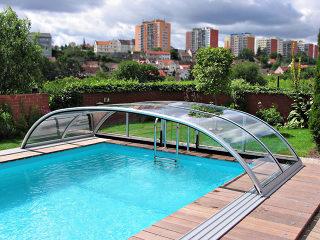 Telescopische Zwembad overkapping ELEGANT - de oplossing: langer zwemmen, geen vuil in het water, minder onderhoud