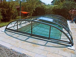 Zwembadoverkapping ELEGANT beschermt uw zwembad