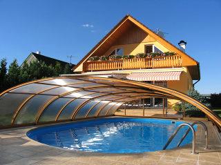 Zwembadoverkapping ELEGANT NEO™  elegante oplossing om uw zwembad te vrijwaren van vuil, bladeren en andere