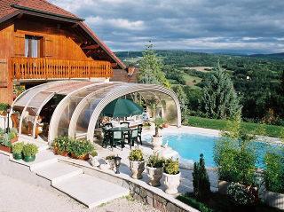 Hoge Zwembad overkapping LAGUNA NEO  beschermt ook uw tuin meubilair