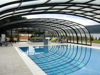 langer zwemmen met de Axess Telescopische Zwembadoverkapping LAGUNA , elegant en efficient