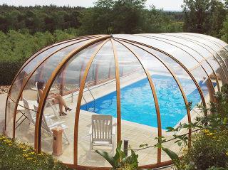 Telescopische Zwembad overkapping OLYMPIC combineert de Zwembadoverkapping en dome overkapping