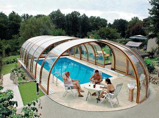 Zwembadoverkapping OLYMPIC kan ook volledig geopend worden aan de voorkant van de overkapping