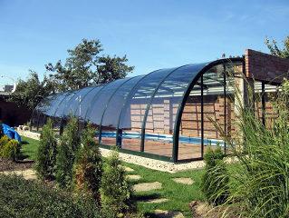 Telescopische zwembad overkapping STYLE gemonteerd op een dakconstructie