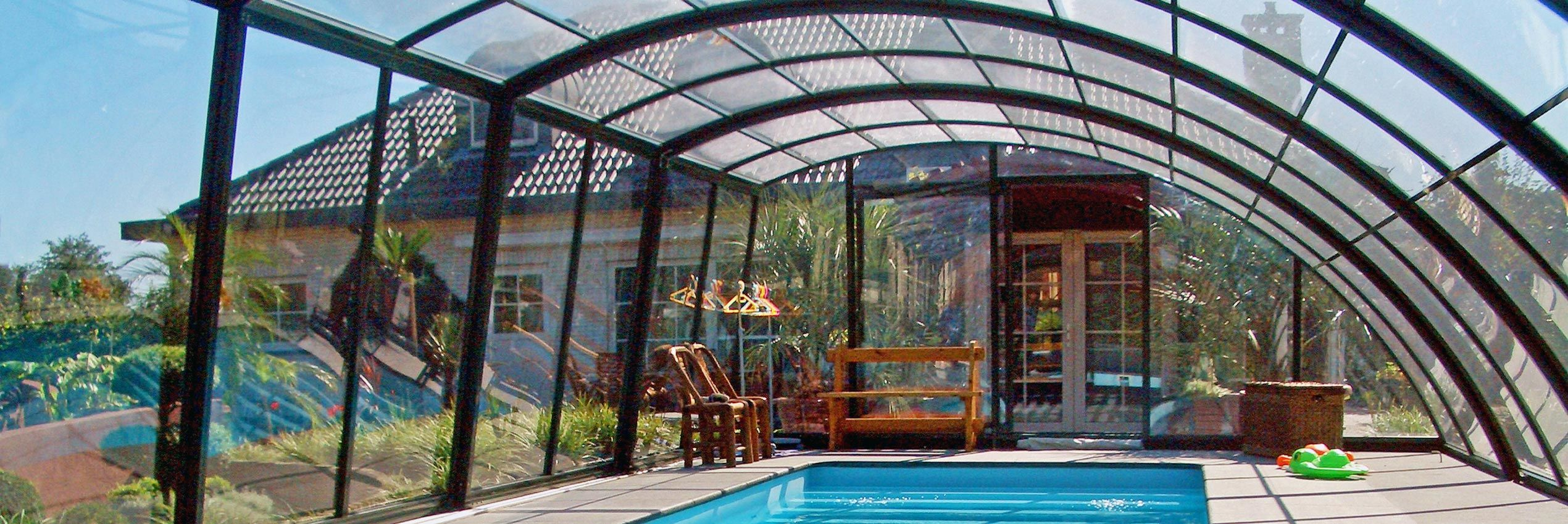 Closed pool enclosure Ravena
