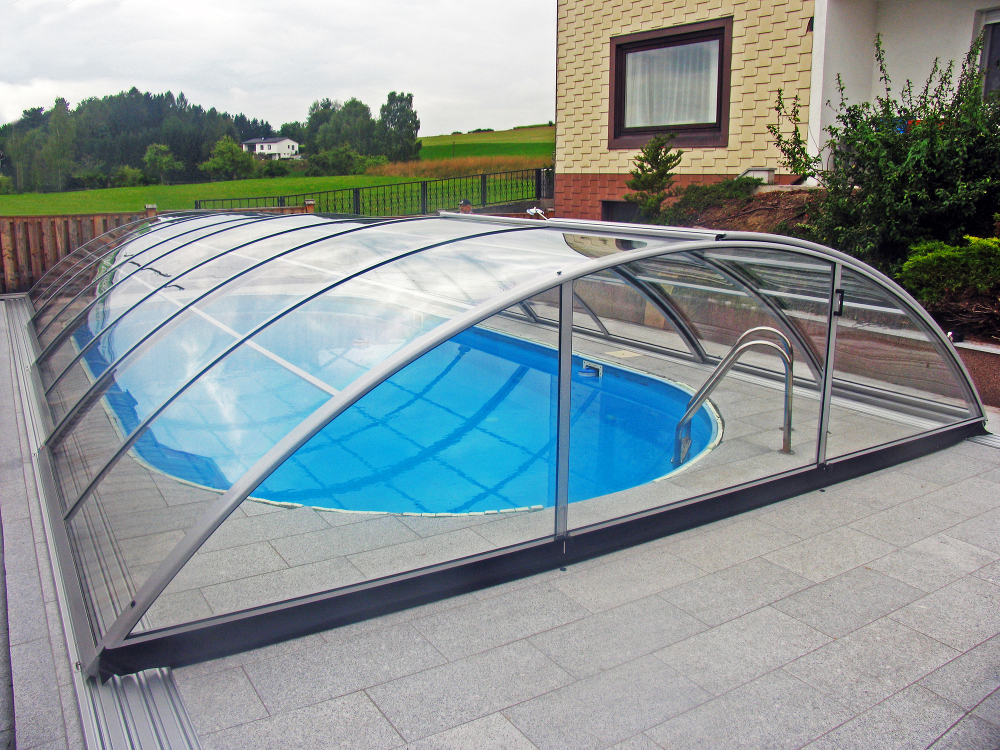 Medium high Pool enclosure AZURE flat compact - compact polycarbonate solution