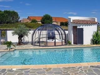 Closed hot tub enclosure Oasis