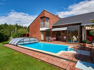 Combination of patio and pool enclosure CORSO Premium and Elegant NEO in bronze color