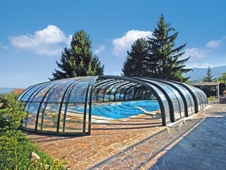Retractable pool enclosure for private golf club