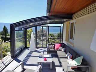 Fully retracted patio enclosure CORSO Premium with antrhracite finish
