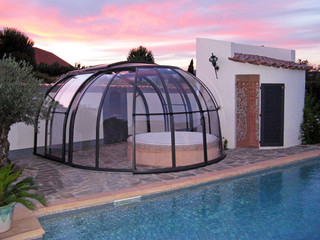 Transparent filling and anthracite frames used on hot tub enclosure OASIS