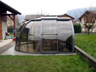 Spa pool enclosure Oasis provides privacy in hot tub